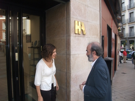 El Alcalde visita las dependencias del diario del Heraldo de Aragón en Huesca.