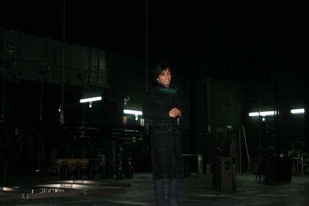 León de la Guardia concentrandose para interpretar un fragmento de la Zarzuela Gigantes y Cabezudos en el escenario del Auditorio del Palacio de Congresos de Huesca. (31-X-2008).