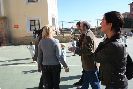 Huesca. Colegio San Vicente. Patio de recreo. Visita.