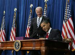 Obama firma el Plan de estímulo económico