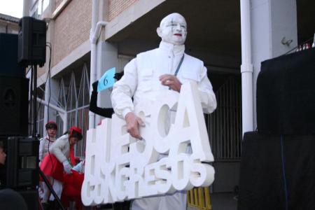 Huesca. Carnaval. 21-02-2009. Antes de comenzar la Cabalgata de Carnaval.