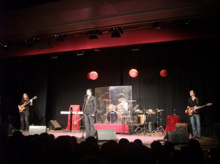 """De izquierda a derecha: Carlos Castilla (bajo), Edhu Potenking (cantante y guitarra), Jorge Marsó (batería) y Eduardo Felices """"Chuky"""" (guitarra)."""