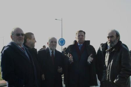 Huesca. en la Plataforma Logistico e Industrial. En la fotografia, de izquierda a derecha, Álvaro Calvo, Alfonso Vicente, Victor Morlán, Marcelino Iglesias y Fernando Elboj.