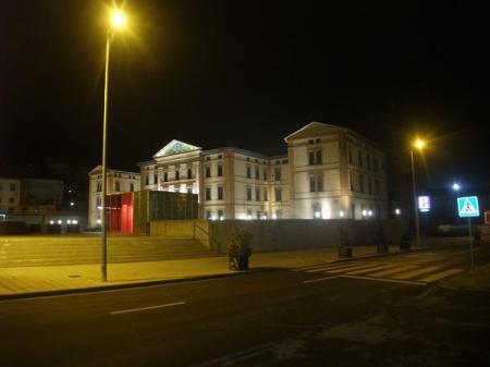 Huesca. Universidad. Plaza Constitución. Vista de noche.