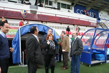 Visitando las obras de El Alcoraz: De izquierda a derecha: Raúl Ojeda, Armando Borraz, María Victoria Broto, Álvaro Burrell (detrás), Miguel Avellanas y Fernando Elboj.