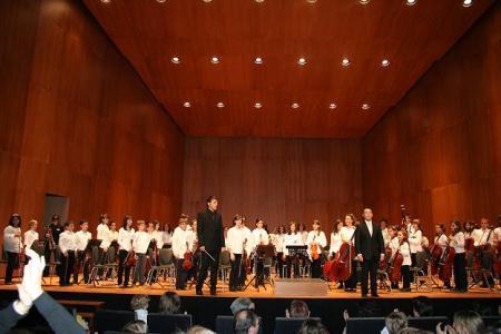 Orquesta Sinfónica Infantil de Huesca. Directores: Aurelio Zanón (derecha) y Francisco Javier Gonzalo (izquierda).