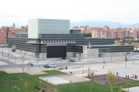 Palacio de Congresos: La infraestructura que se merecía la ciudad de Huesca. Coste de ejecución: 31 millones de euros. Terminado a mediados del año 2008. Acabado de pagar íntegramente en el año 2009.