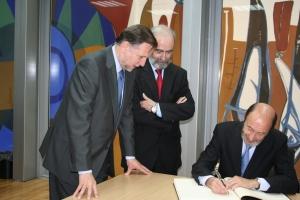 De izquierda a derecha: Presidente Iglesias, Alcalde Elboj, Ministro Pérez Rubalcaba.