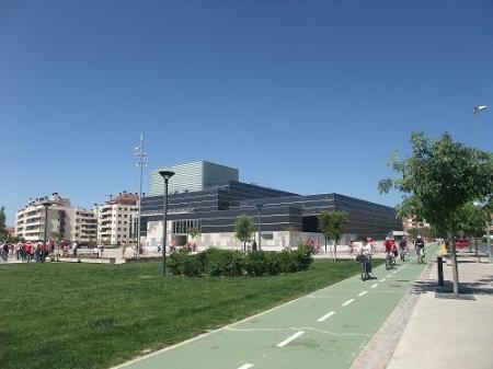 Huesca. Polígono 29. En bicileta por el carril bici luchando contra el cambio climático.