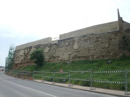 Huesca. Muralla. Fragmento recién restaurado.