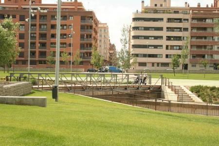 Huesca hoy:  El Puente de Tabla sobre el río Isuela.