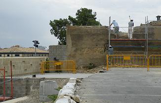Muralla. Restauración. Inicio del desarrollo del Andador sobre la Muralla.