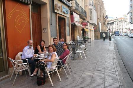 Huesca. Hoy hemos bajado a almorzar al Coso. Hacía una temperatura estupenda.