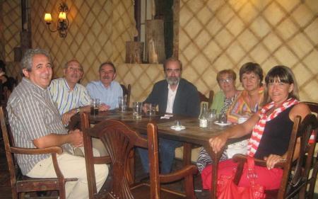 De izquierda a derecha: Germán, Domingo, Sebastián, Fernando, Merche, Mari Carmen y Esther.
