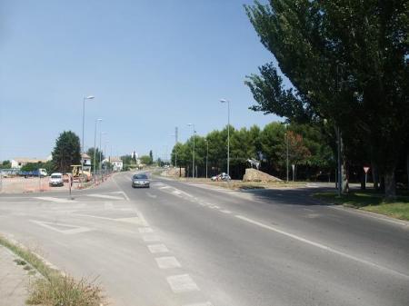 Huesca: Punto de conexión de la prolongación de la Calle Fraga con el Paseo Lucas Mallada. A la derecha, el monumento al mulo.