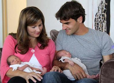 Roger Federer, su esposa Mirka, y sus hijas Myla y Charlene