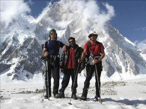 Oscar Pérez junto a compañeros en una expedición al Karakorum.